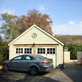 New garage and workshop in Moggerhanger